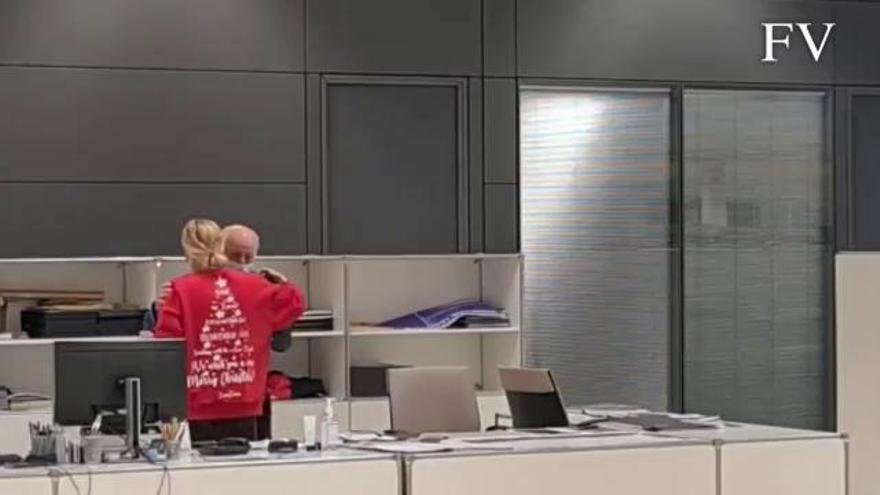 El aplauso de los trabajadores de Zara que hizo llorar a Amancio Ortega
