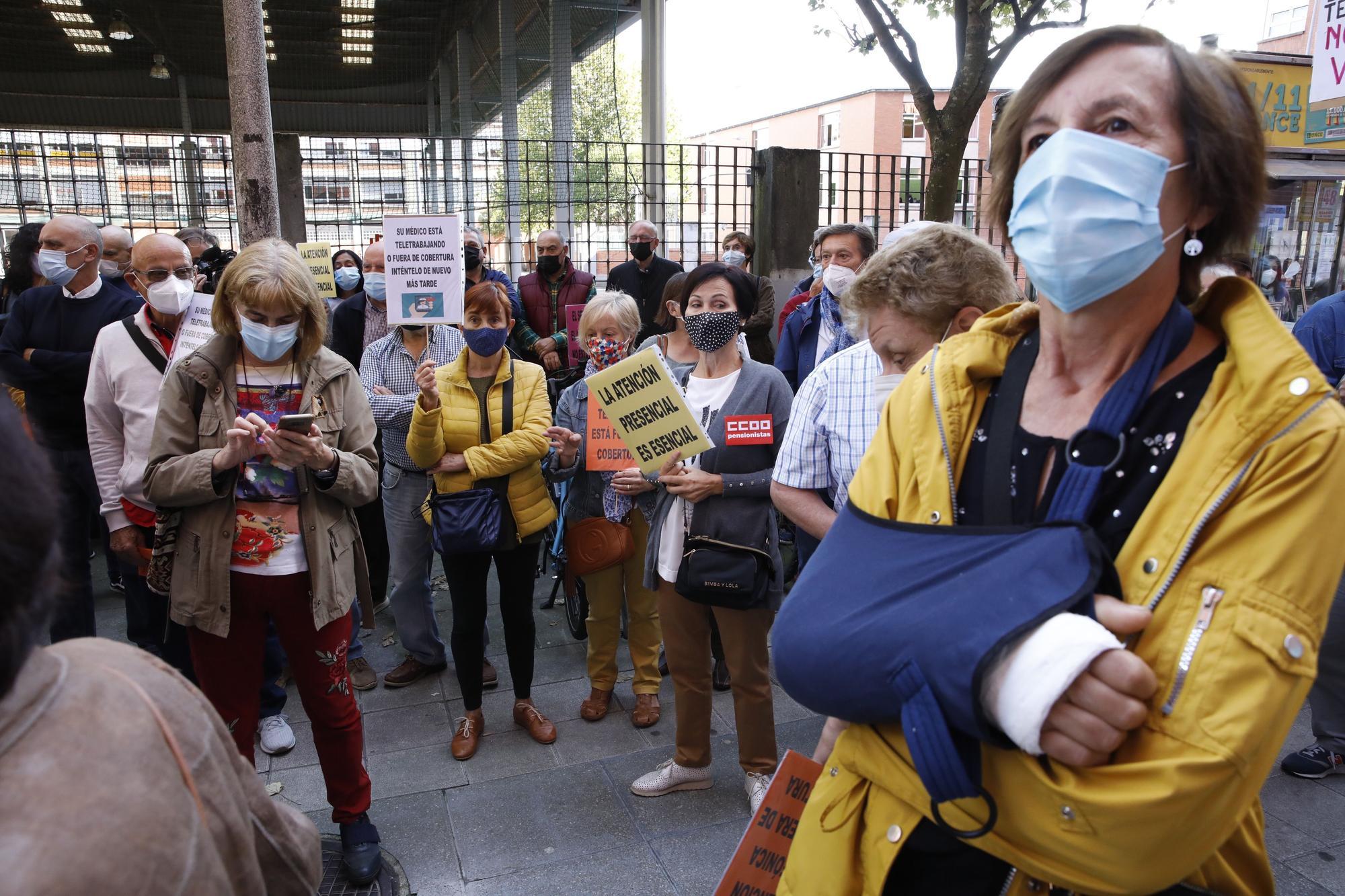 Manifestación vecinal contra el cierre de centros de salud en horario de tarde