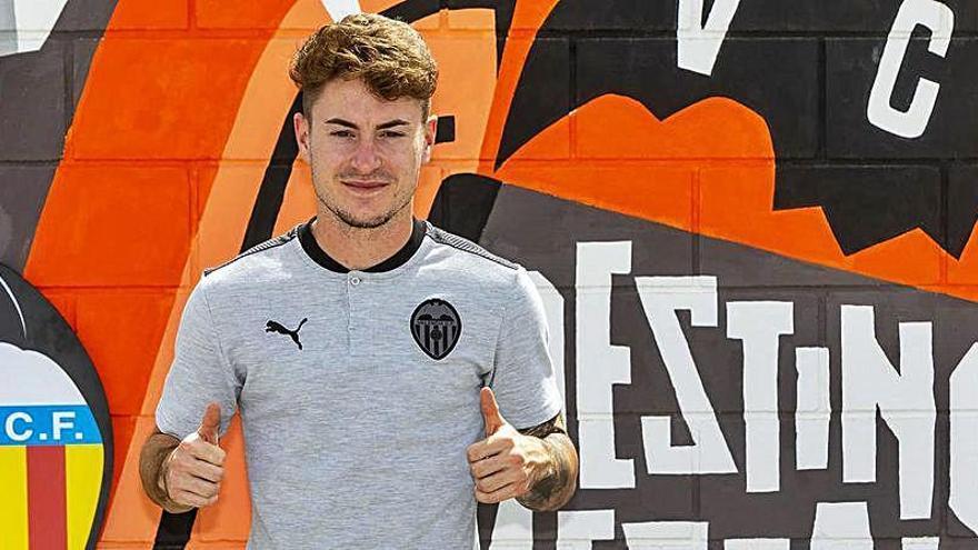 El Valencia renueva al lateral derecho del futuro