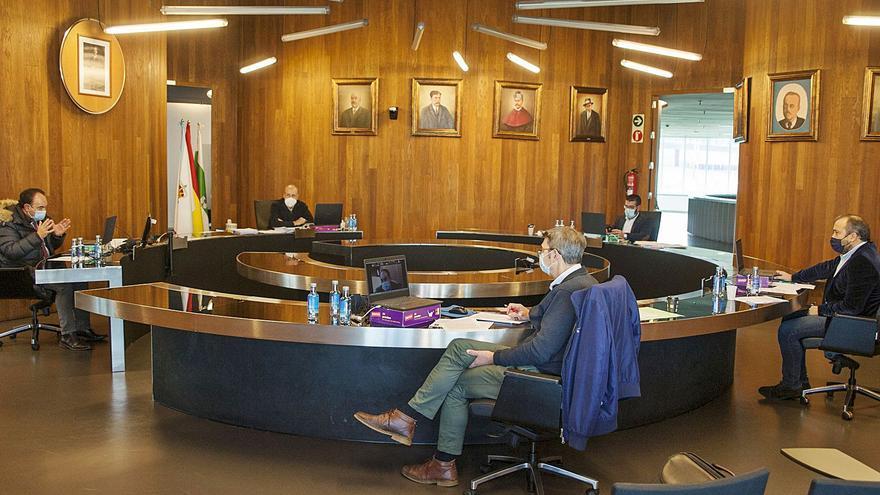 El gobierno afirma que pactará medidas con comercio y hostelería al rechazar las de CxL