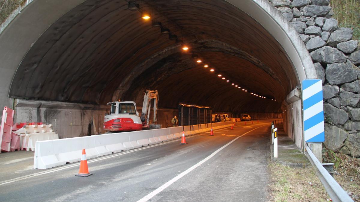 Obras en el túnel de Sotrondio.