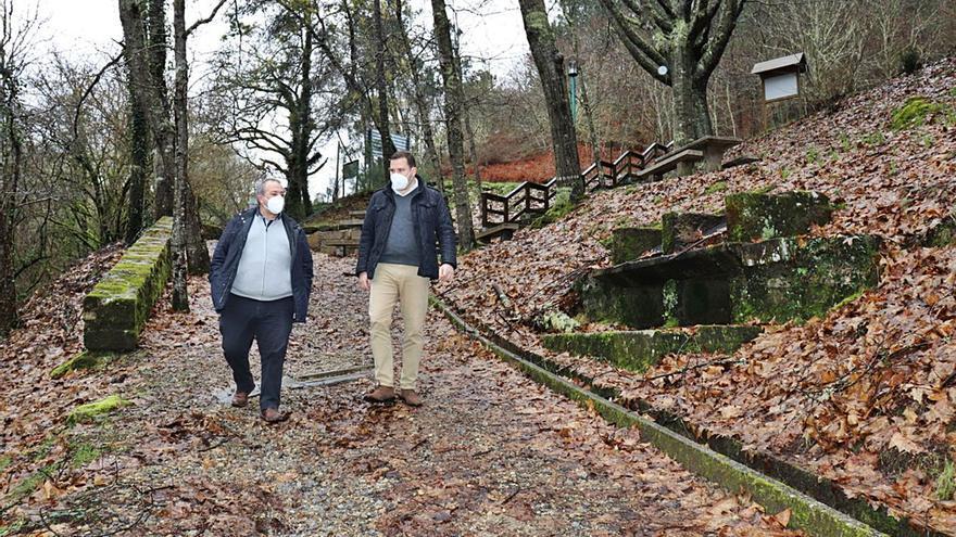 Una ruta de senderismo para unir riqueza natural, petroglifos y un complejo termal recuperado