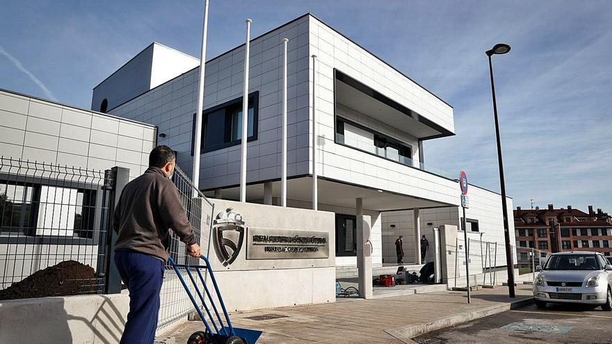 La Federación Asturiana inicia el traslado a su nueva sede de Roces