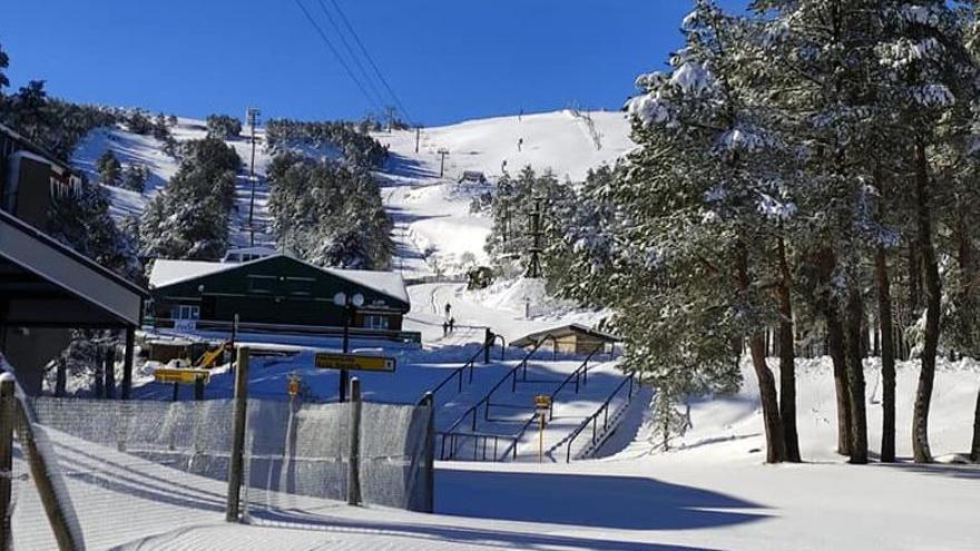 Manzaneda, con nieve pero sin esquiadores