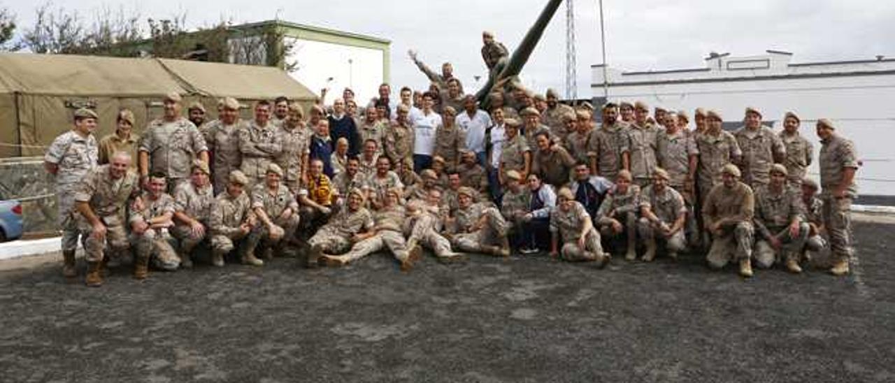 El Gran Canaria visita la base militar General Alemán Ramírez.