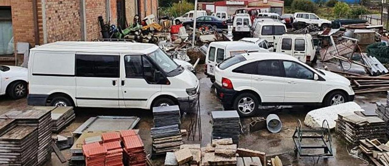 Vehículos amontonados en Torneiros desde 2019.