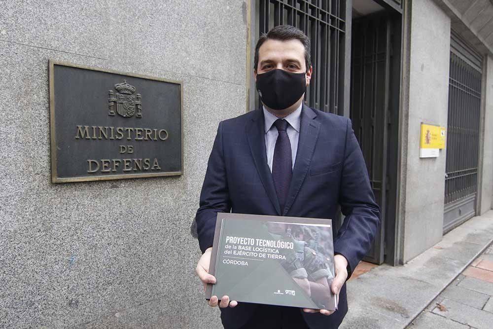 Córdoba presenta en el Ministerio su candidatura para base logística del Ejército de Tierra