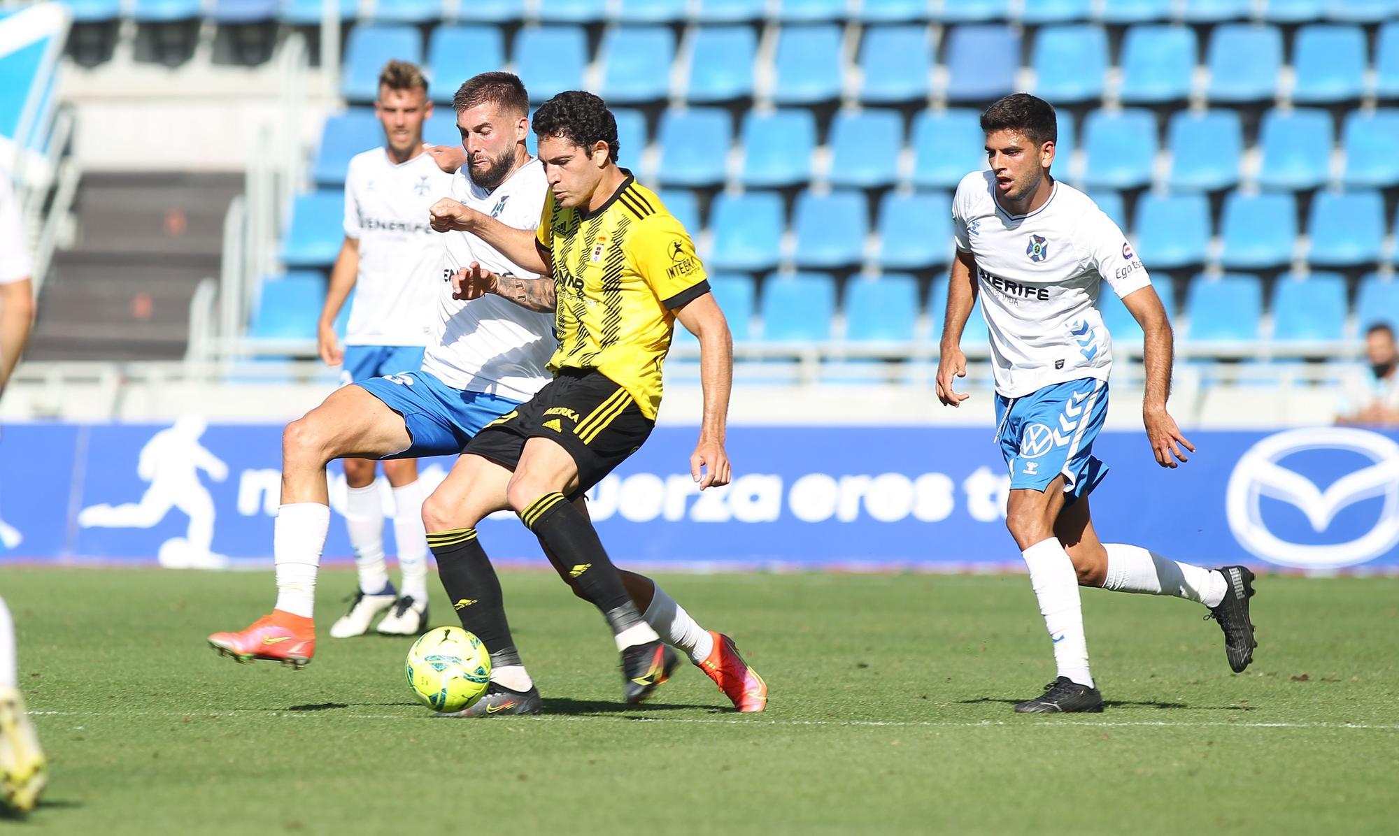 El partido del Oviedo en Tenerife, en imágenes