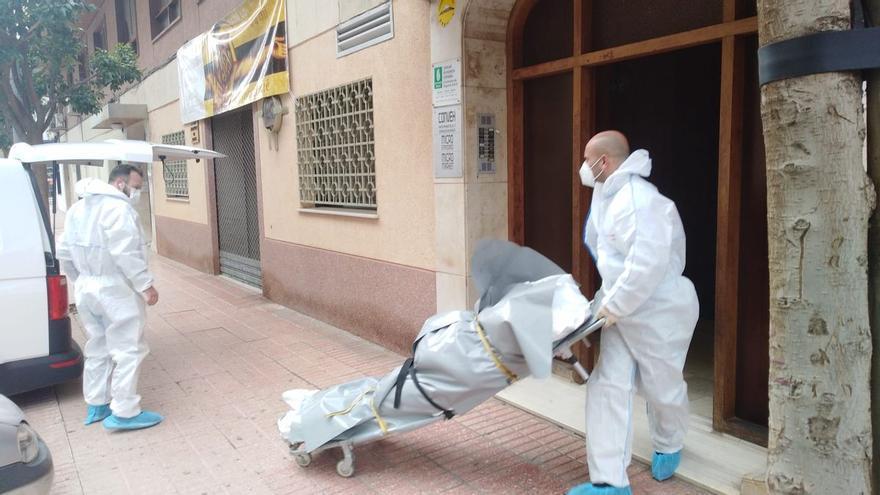 Encuentran a un hombre asesinado en su piso de Gandía