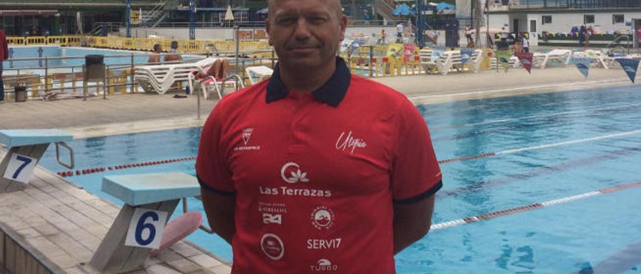 El nadador Andy Ortega posa en las instalaciones del CN Metropole.
