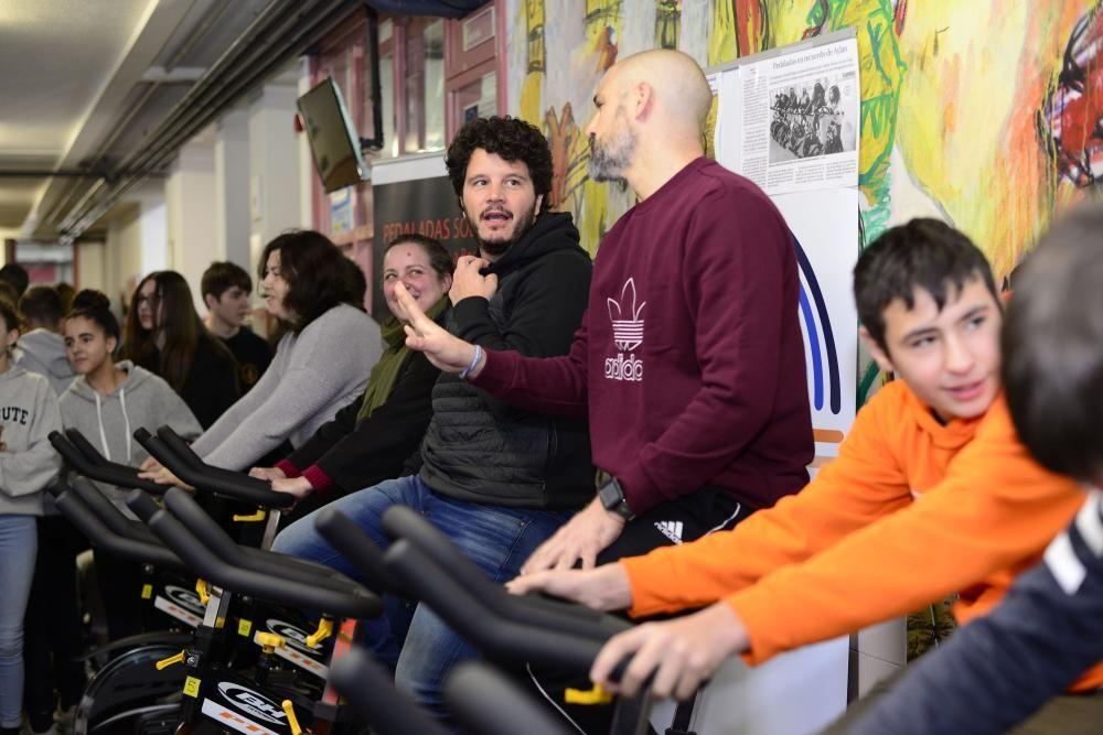 El instituto cambrés David Buján conmemora el día escolar de la no violencia y la paz con una pedalada virtual con la que pretende acompañar en su camino a los refugiados sirios en su búsqueda de un futuro.