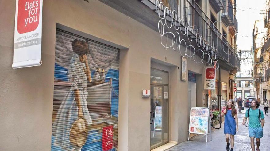 Cientos de pisos en València vuelven al alquiler turístico ante el control del virus