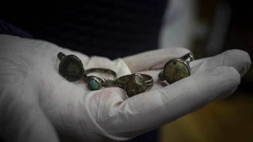 """El misterio de los anillos de los obispos santos atrae a investigadores del CSIC: """"Son de plata con una fina capa de oro"""""""
