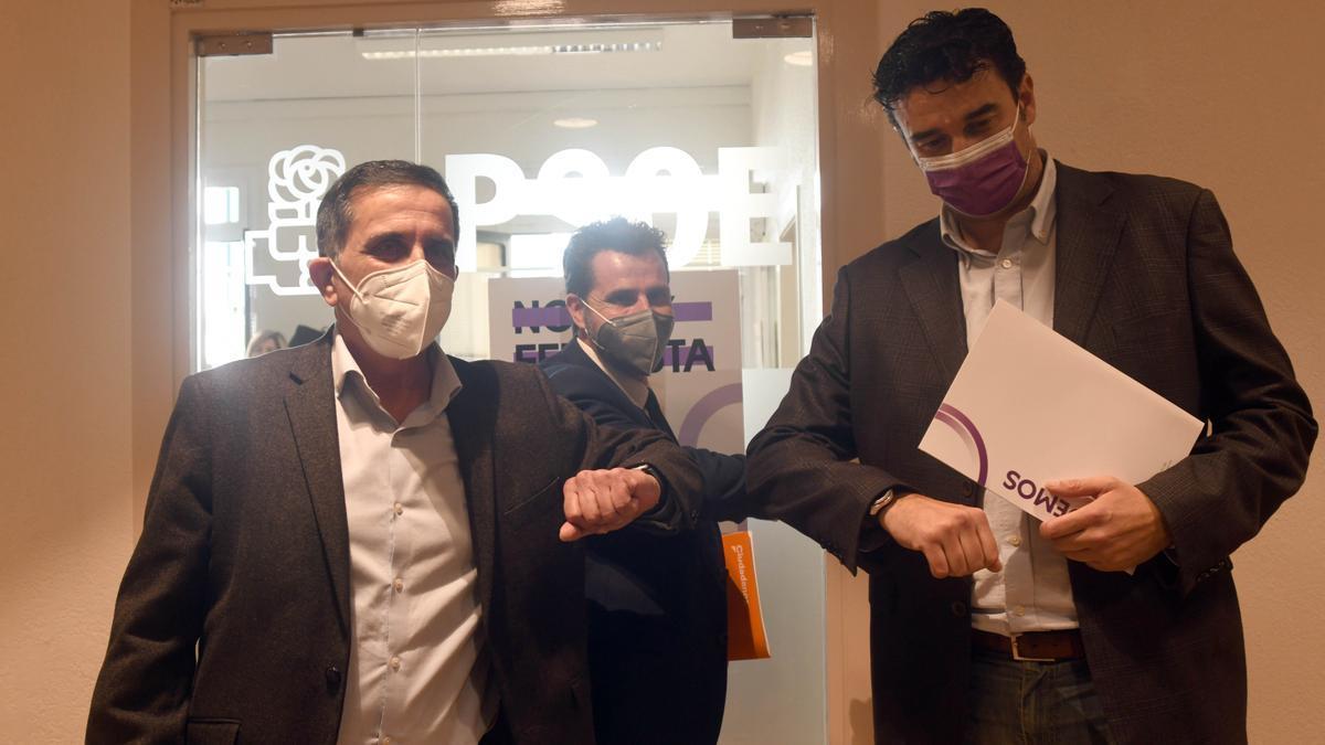 José Antonio Serrano (PSOE), Mario Gómez (Cs) y Ginés Ruiz (Podemos).
