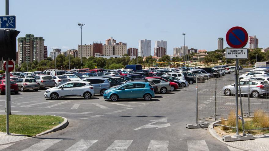 Benidorm creará tres zonas distintas reservadas para el estacionamiento de residentes