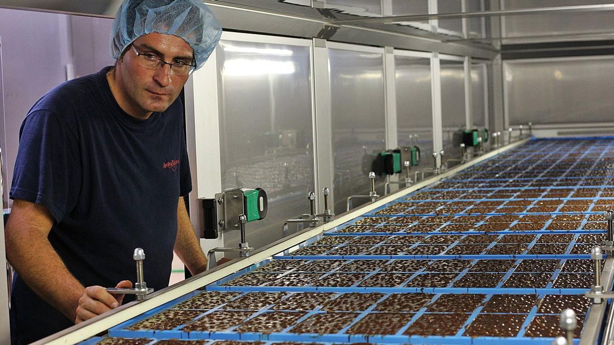 The Antiu Xixona factory manufactures millions of kilos a year of chocolates for Mercadona.