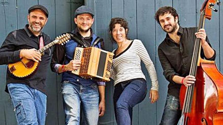 Romaní porta la música d'arrel als Caputxins de Figueres