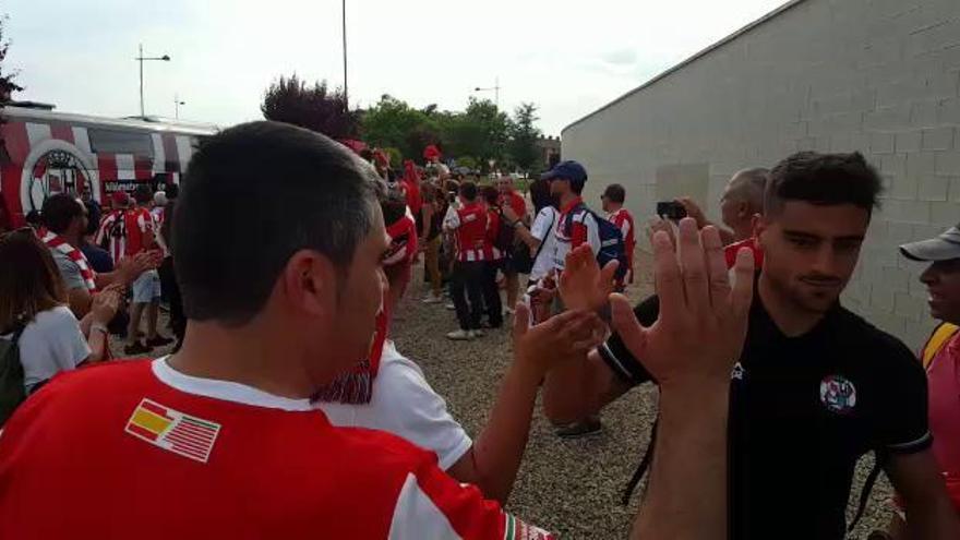 Entrada de los jugadores del Zamora CF en El Mazo