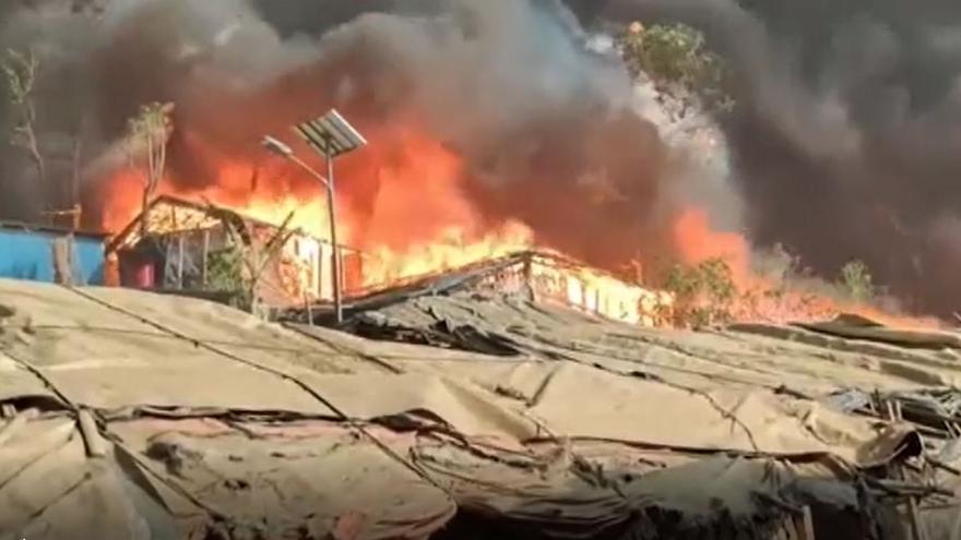 Al menos 7 fallecidos y miles de afectados por un fuego en un campamento rohinyá