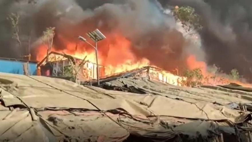 Siete muertos en un incendio en un campamento de refugiados rohingyas