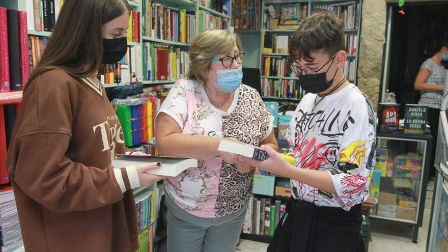 """Las librerías tras el éxito de la campaña de los libros-regalo del Concello: """"Somos la envidia del resto"""""""