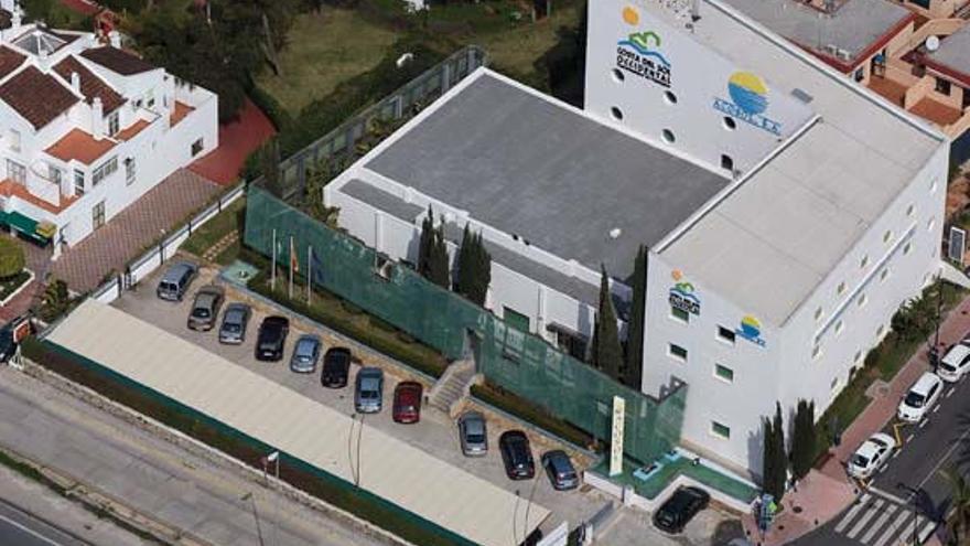 Acosol retira 17 pozos de saneamiento en la playa de Los Monteros
