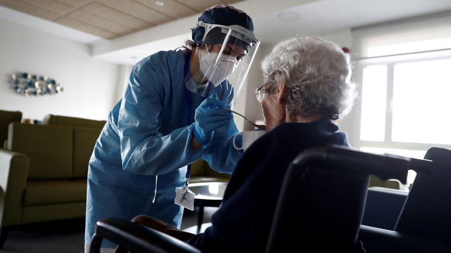 Los geriátricos denuncian que Igualdad les adeuda 2,5 millones de euros por la paga y los gastos derivados del covid