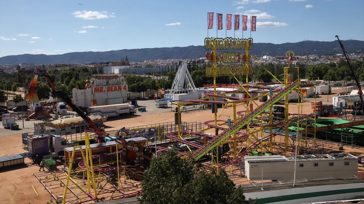 Vista aérea de las atracciones en El Arenal.