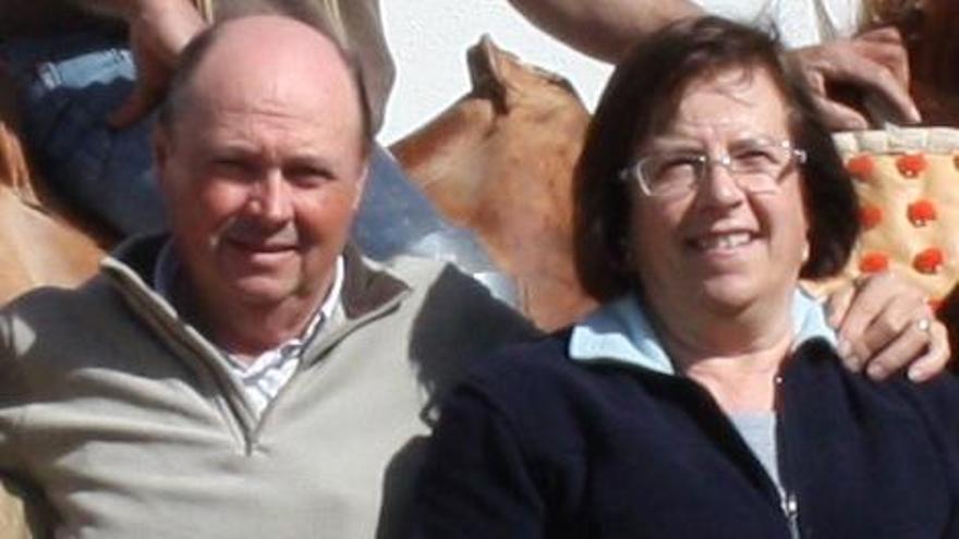Guillermo Centelles junto a su esposa, Dolores Badal, que heredó la ganadería de su padre, el 'Tío Badal', pionero taurino en Castellón.