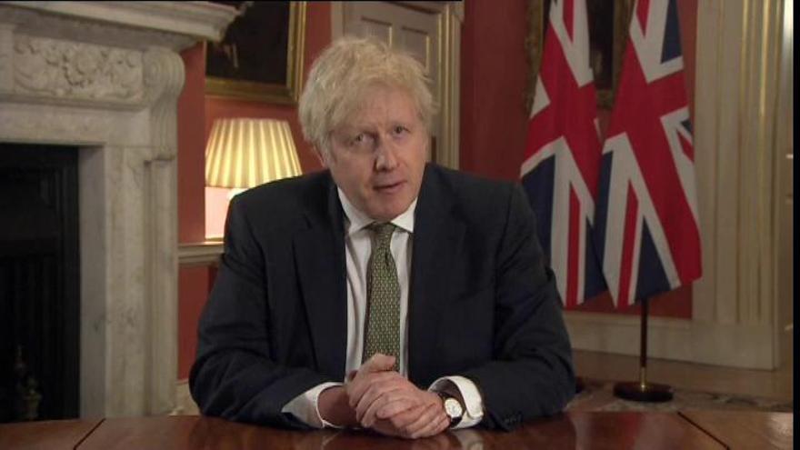 Johnson decreta un nuevo confinamiento estricto en Inglaterra