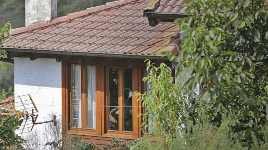 Iglesias y Montero, libres de mascarilla en sus vacaciones en un pueblo de Asturias