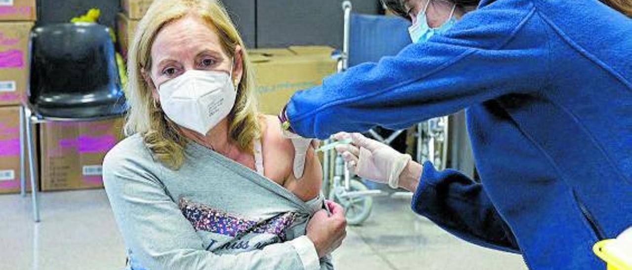 Vacunación de profesorado en Barcelona con el preparado de AstraZeneca. |