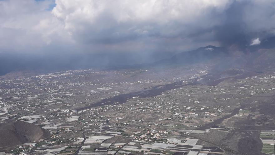 El volcán de La Palma, desde el aire, en el quinto día de erupción