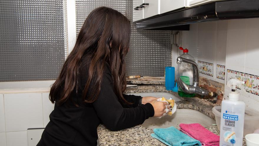Siete de cada diez familias valencianas tienen problemas para pagar la luz y el agua