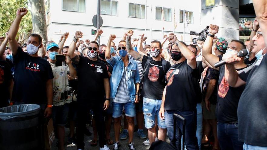 Unos 1.500 trabajadores de Nissan protestan en Madrid por el cierre de fábricas