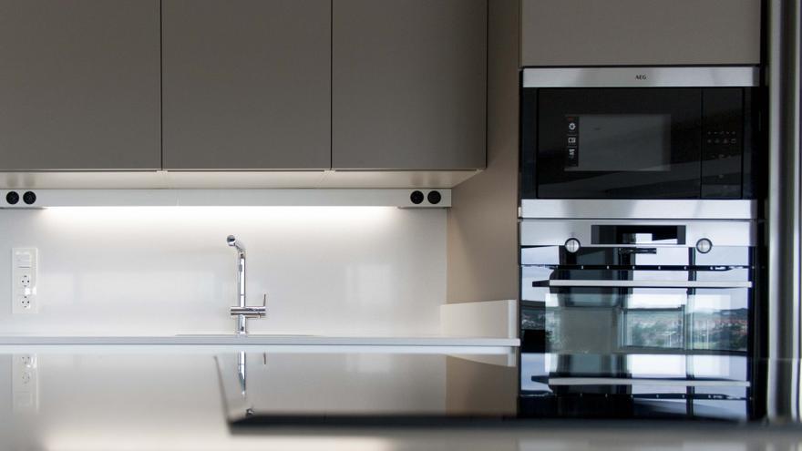 El truco de limpieza definitivo para que tu cocina brille en menos de un minuto
