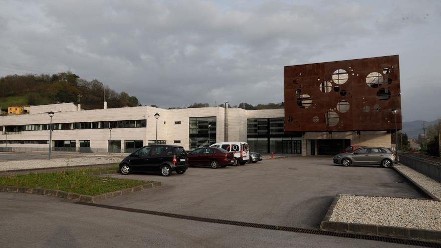 La Alcaldesa pide agilizar los trámites para abrir Barros como centro neurológico