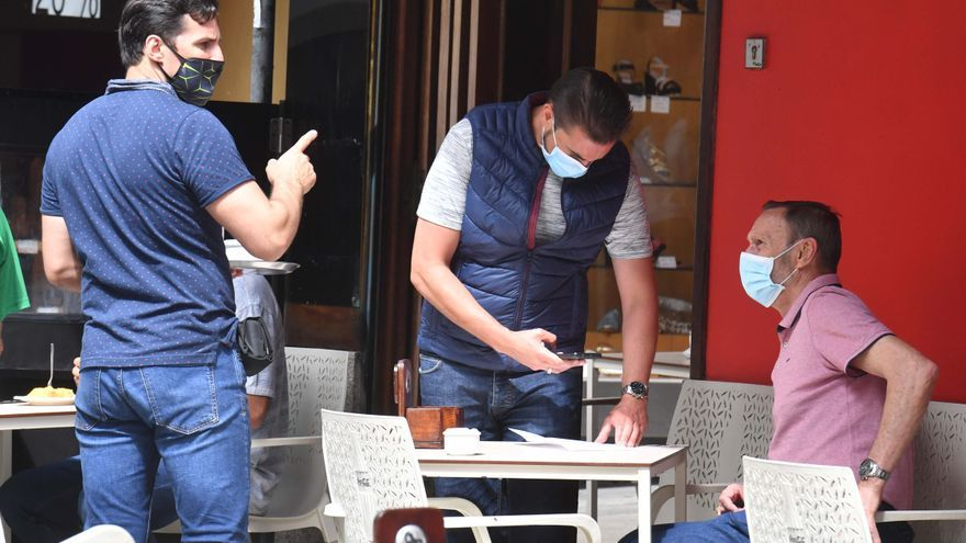 La hostelería de Oleiros y Carballo deberá exigir test o estar vacunado para acceder al interior de los locales