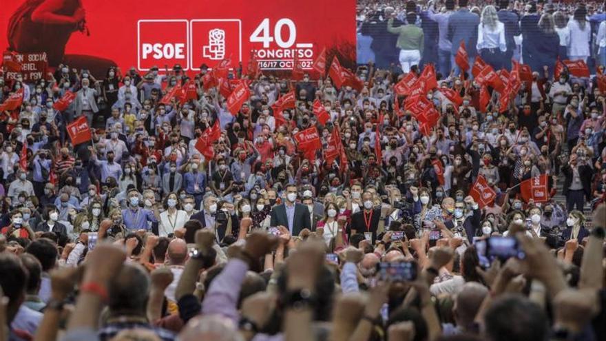 Sánchez apela a las raíces socialistas para inaugurar una nueva etapa