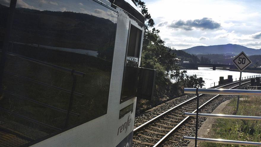 """AVE cantábrico, no; un tren del siglo XXI, """"por supuesto"""""""