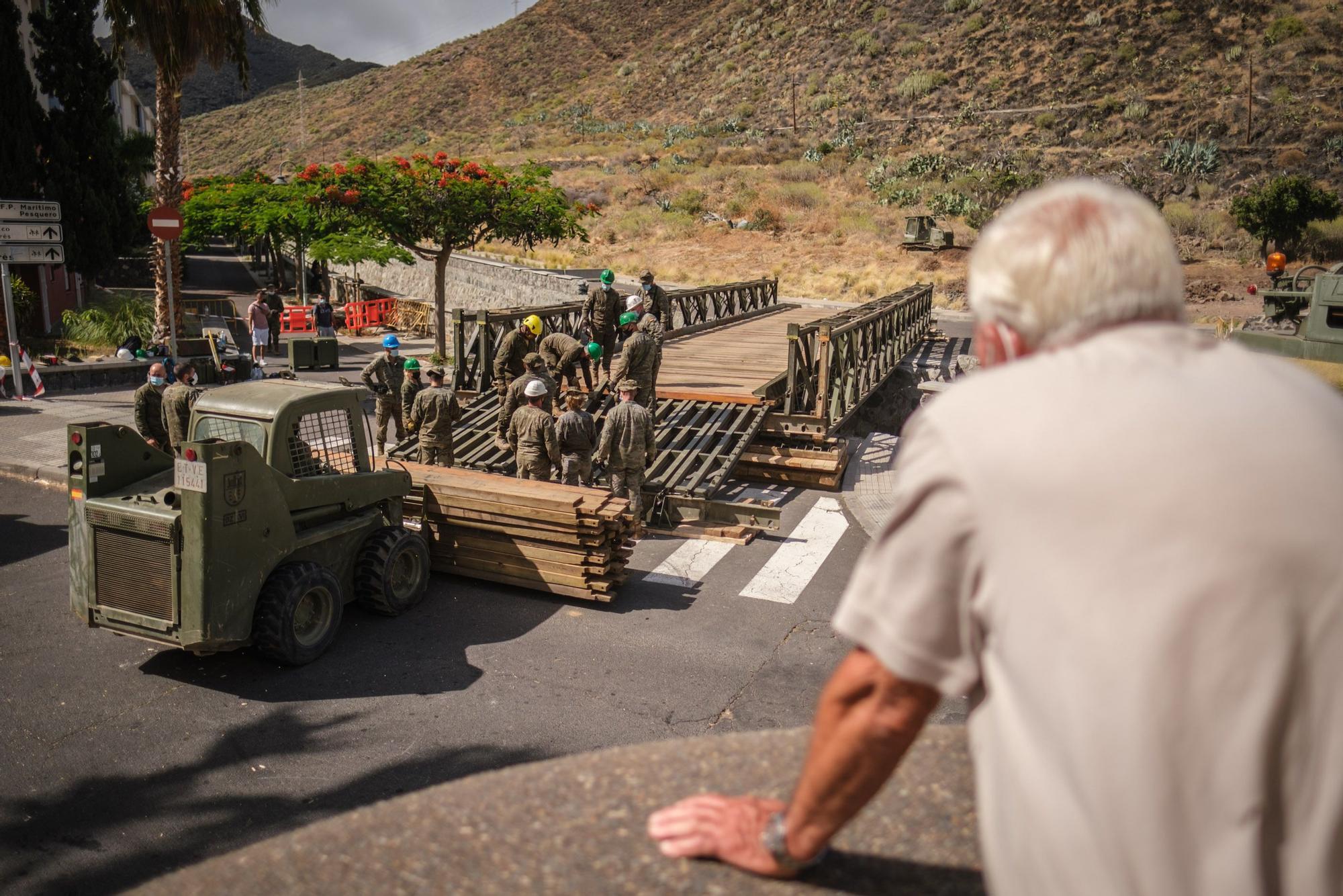 Tercer día del montaje del puente militar de San Andrés
