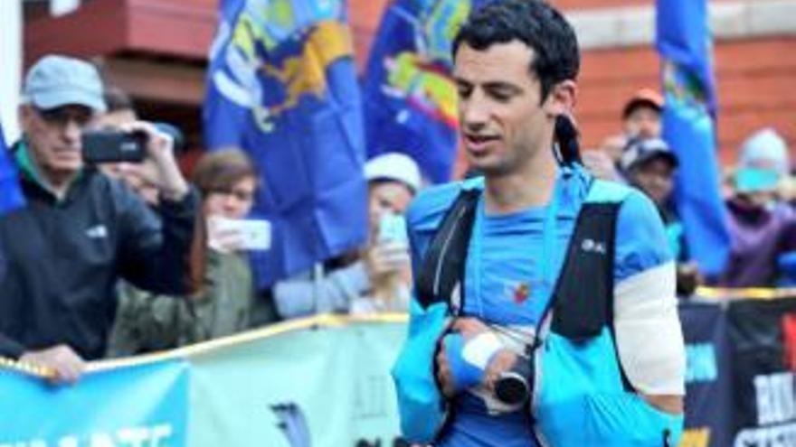 Kilian Jornet no té límits: Guanya una cursa corrent 100 km amb l'espatlla dislocada