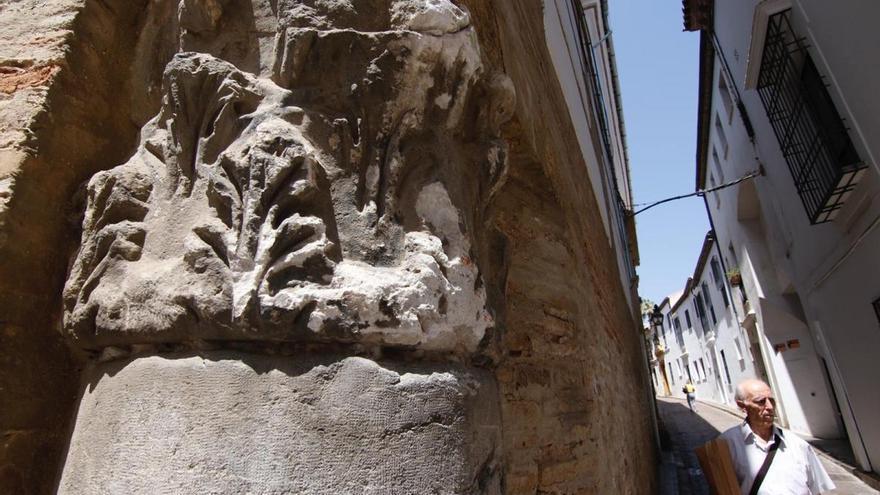 El impacto de un camión daña la fachada de la Casa del Judío