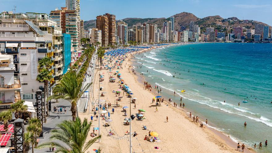 """Puesta de largo en Fitur de la serie de Movistar """"Paraíso"""" rodada en parte en la Costa Blanca"""