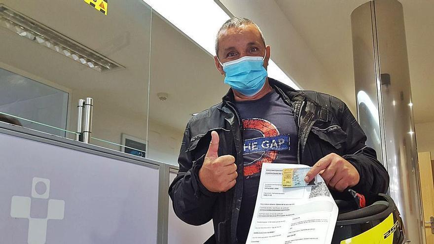 """Los primeros asturianos con """"pasaporte covid"""": """"Es un paso más a la normalidad"""""""