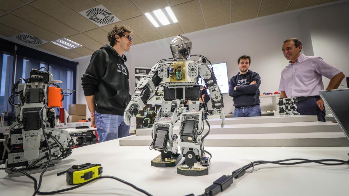 Equipo de robótica del Campus de Alcoy de la UPV.