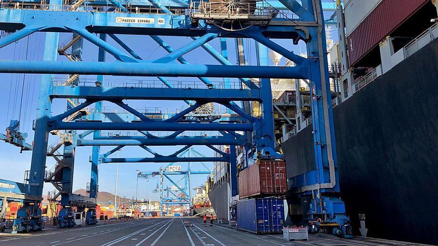 Opcsa marca un hito en el Puerto con  una operación de 8.200 contenedores
