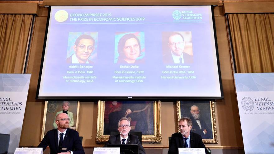 Abhijit Banerjee, Esther Duflo y Michael Kremer, ganadores del Nobel de Economía 2019