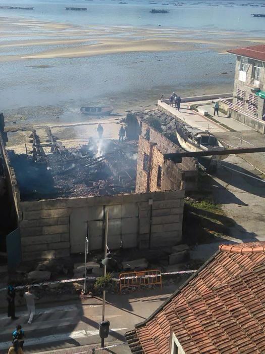 Arde el astillero de Casqueiro en Moaña