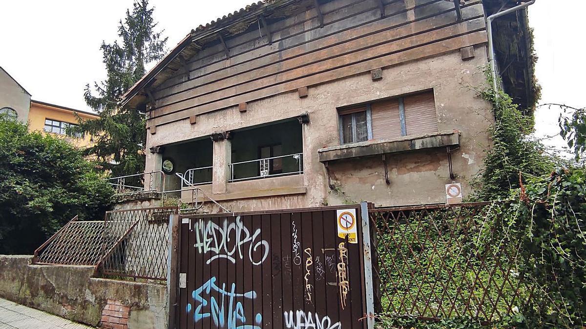 La casa abandonada en la calle Menéndez y Pelayo de Ciudad Naranco. | F. V.
